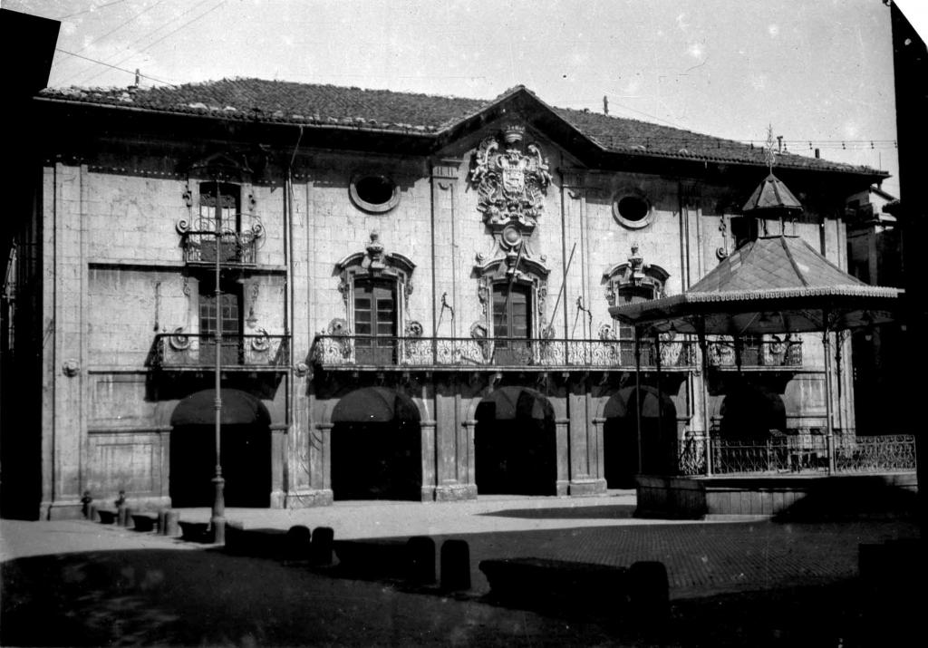 """Mondragon. Casa Consistorial"""