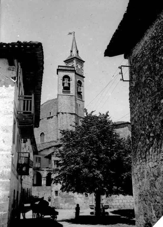 """Asteasu. La iglesia parroquial"""