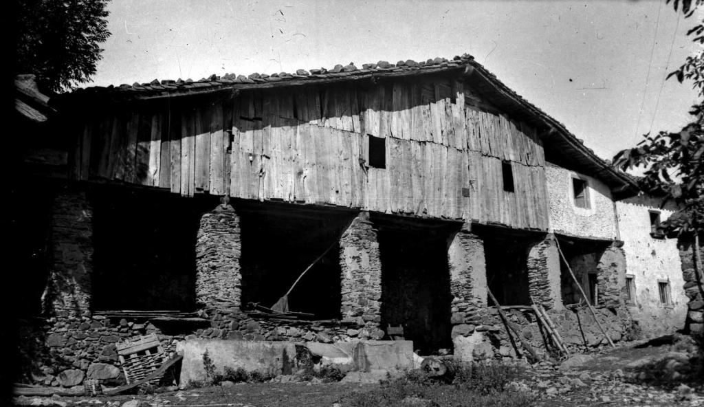 Aginaga auzoko Aginaga-Barrena baserria (Azkoitia)