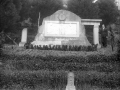 Monumento al médico Niceto Muguruza en Jardines
