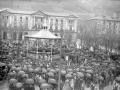 """""""Eibar. Plaza de Unzaga durante el concierto por la Banda La Marcial y el Ayuntamiento al fondo"""""""