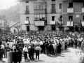 Concentración de los montañeros en la III Asamblea de la Federación Vasco-Navarra de Alpinismo en la Plaza del Alpinismo de Elgeta