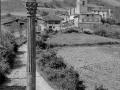 Vista de Ezkio con la cruz de término