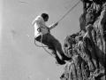 Montañeros rapelando en Egoarbitza