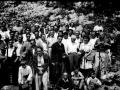 Autoridades y montañeros en Arno el día de la inauguración