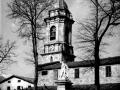 Estatua de Iparraguirre y torre de la iglesia de San Martín