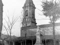 Estatua de Iparraguirre y la iglesia