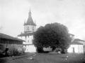 Plaza con la iglesia parroquial de la Asunción de Nuestra Señora