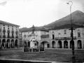 """""""Zumarraga. La Plaza y el Ayuntamiento y la estatua de Legazpi"""""""
