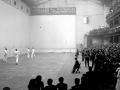 El frontón Astelena de Eibar durante el partido de homenaje a Mondragonés