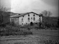 """Aya (Guipuzcua). Caserio Zulaica con su escudo de armas"""