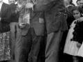 Abrazo de Altzeta (Carlos Linazasoro) a Indalecio Ojanguren en su homenaje