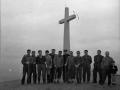 Montañeros en la cruz de Usurbe