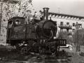 """Niños jugando sobre la locomotora de vapor """"Aurrera"""""""