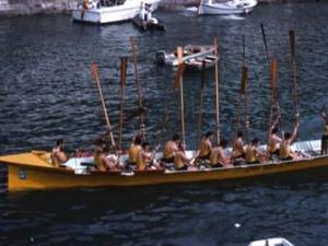 Orioko ´San Nikolas´ traineruko arraunlariak gairapena ospatzen portuan
