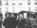 Dos hombres de Elgoibar y Markina-Xemein en la plaza de Elgoibar