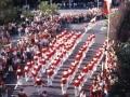 ´Gora Ama Guadalupekoa´ konpainiaren desfilea Hondarribiko kaleetan zehar