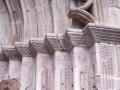 Idiaziabalgo XII. mendeko San Migel elizako portadako eskubi aldeko kapitelen dekorazioaren detailea