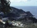 Vista parcial del municipio y puerto de Mutriku desde lo alto del camping de Aitzeta