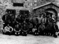 Juan San Martin mendizale talde batekin Gorizko aterpetxearen aurrean