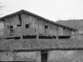 Ezkio-Itsasoko Ojarbide-azpikoa baserria, egurrezko fatxadarekin