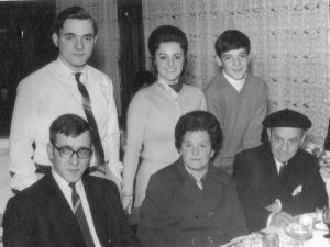 Familiares de Luisa Zurutuza.