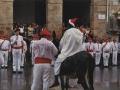 Mairua eta mairu-zaintzailea herriko plazan
