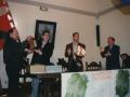 Oroigarri baten banaketa Antzuolako maparen aurkezpen egunean. Ezkerretik hirugarrena, Luis Mari Zaldua, ikerlari urnietarra