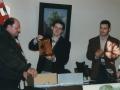 Oroigarriaren banaketa Antzuolako maparen aurkezpen egunean. Ezkerretik hirugarrena, Luis Mari Zaldua, ikerlari urnietarra