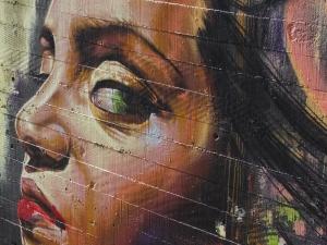Igartza inguruko parkeko grafitia, emakune erretratua.
