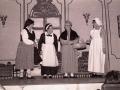 Mujeres actuando en una representación de teatro