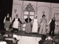 Actores actuando en una representación de teatro