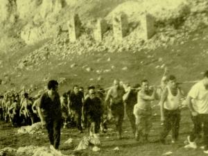 Subiendo la cruz al monte Udalatx