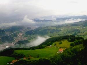 El valle de Léniz bajo la lluvia (Atxorrotz - Escoriaza)