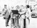 Reyes Korkostegi junto con otras autoridades en su visita a Oñati