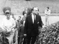 Manuel Fraga junto a autoridades en Oñati