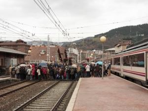 Jendetza Zumarragako tren geltokian.
