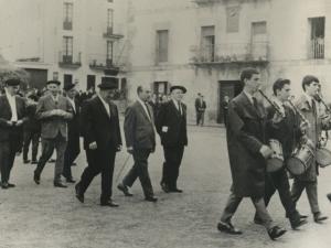 Agintarien desfilea txistulariekin